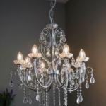 piękny szklany żyrandol z kryształami – salon