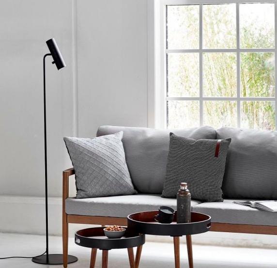 skandynawska lampa stojąca